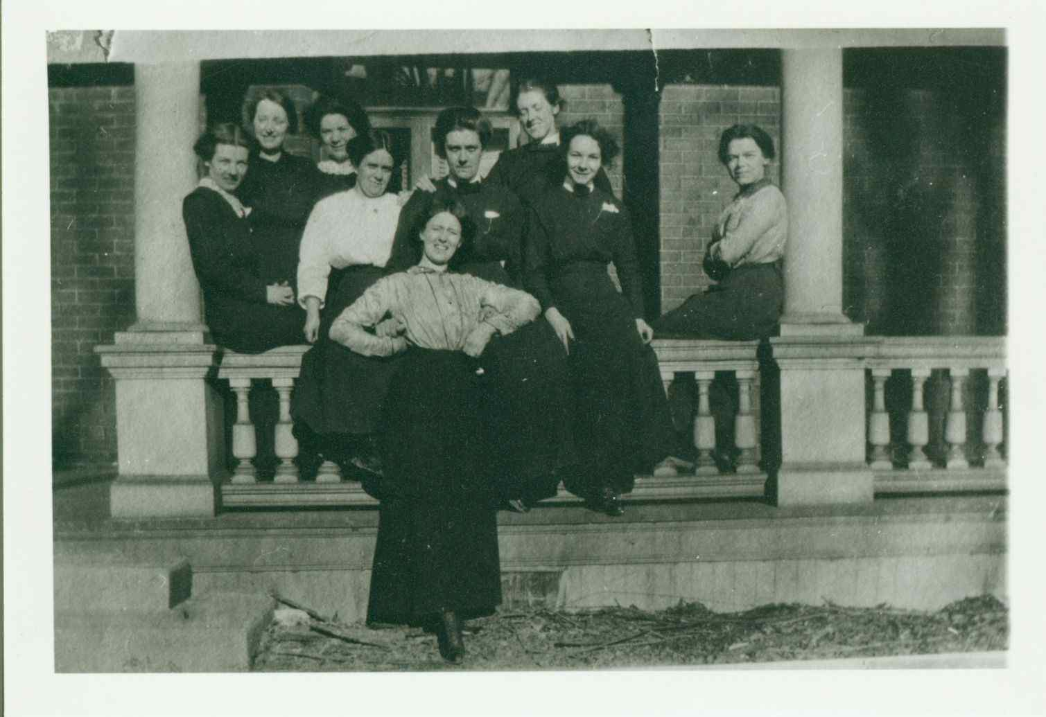 Presbyterian Deaconesses and or deaconess students at 60 Grosvenor circa early 1910s: Presbyterian Church in Canada Archives g-5177-fc-35